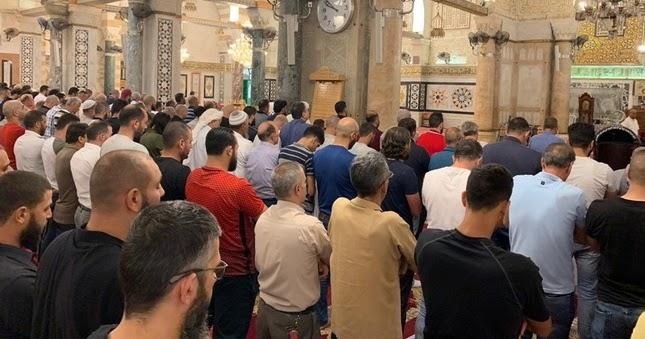 Dari Jeddah ke Yerusalem: Umat Islam Banjiri Masjid-Masjid