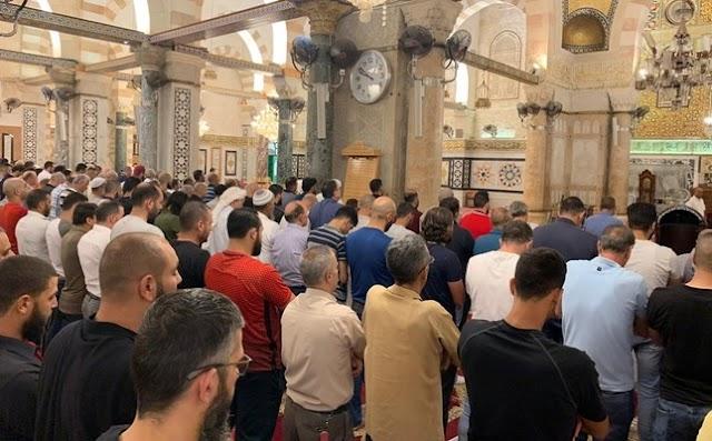 Umat Islam Palestina Shalat Ghaib di Masjid Al Aqsha Atas Wafatnya Asy-Syahid Muhammad Mursi