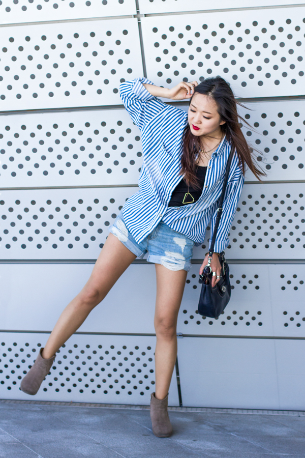профессиональный фотограф, фотосессия, весенний образ, корейская мода, корейские бренды, мода в сеуле, мода в корее, солнце, весенняя мода, корея, весенний образ, повседневный стиль, джинсовая мода, как сочетать джинсовую одежду, джинсовый стиль, джинсовая рубашка, рубашка в полоску, тренд сезона