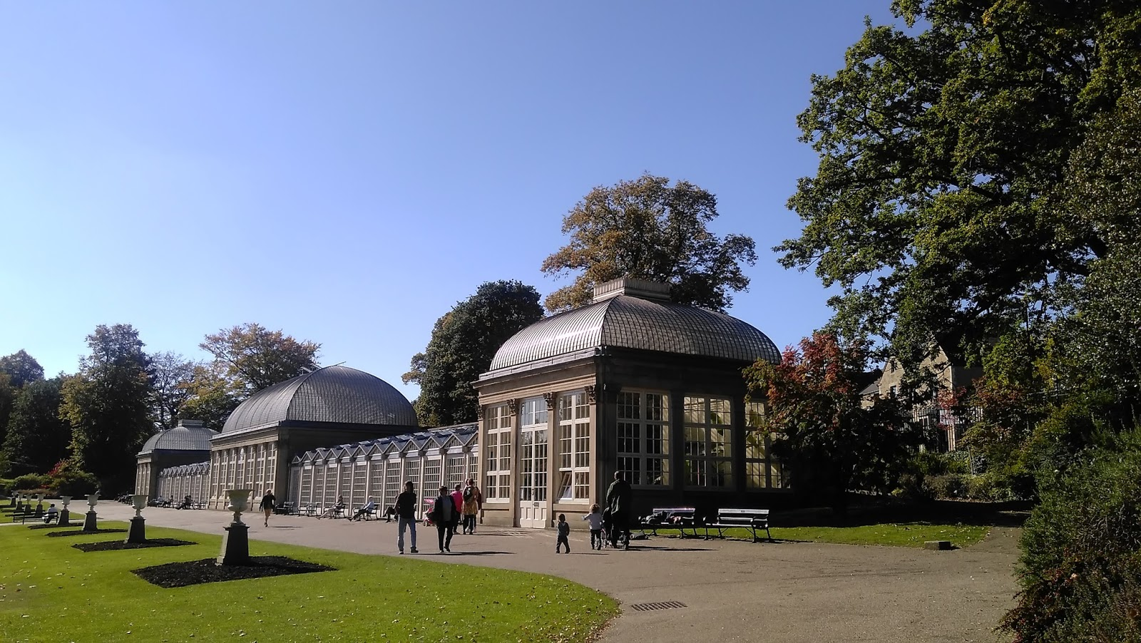 gwenfar s garden and other musings photo essay sheffield the clear blue skies and warm autumn sun called to us and it said the sheffield botanical gardens have lunch and walk around and enjoy the sun and