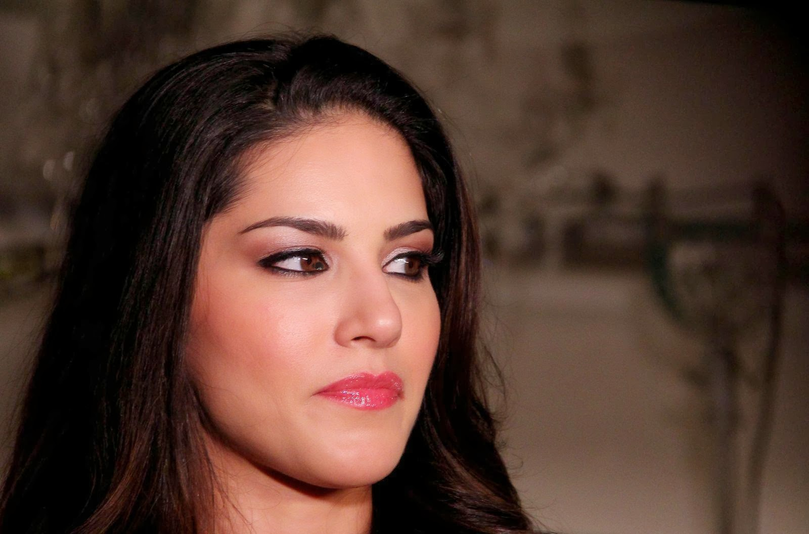 High Quality Bollywood Celebrity Pictures Sunny Leone -7357