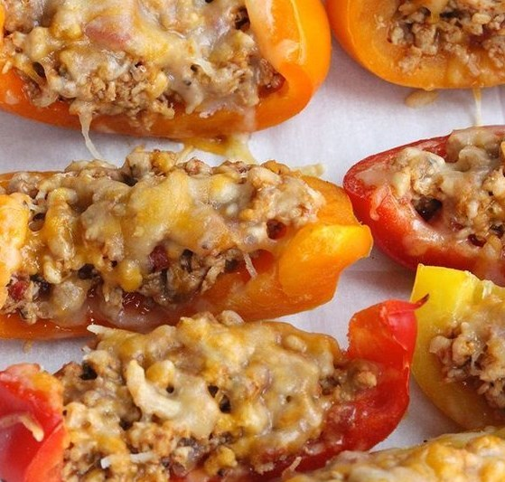 Skinny Bell Pepper Nacho Boats #lowcarb #cleaneating