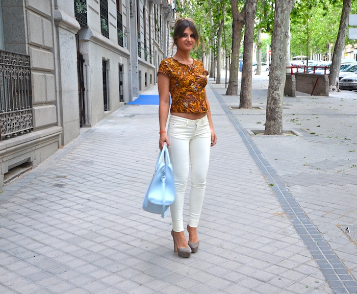 VINTAGE TOP & WHITE PANTS
