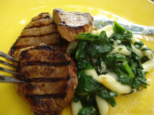 Medallions with spinach and fioli by Laka kuharica: succulent pork with spinach, pasta and cheese.