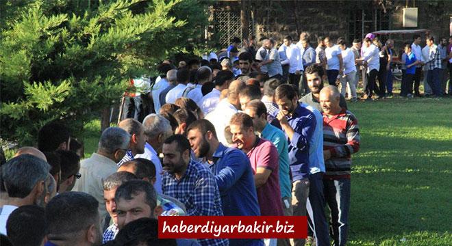 Evîndarên Pêxember li Diyarbekirê eyda hev pîroz kirin