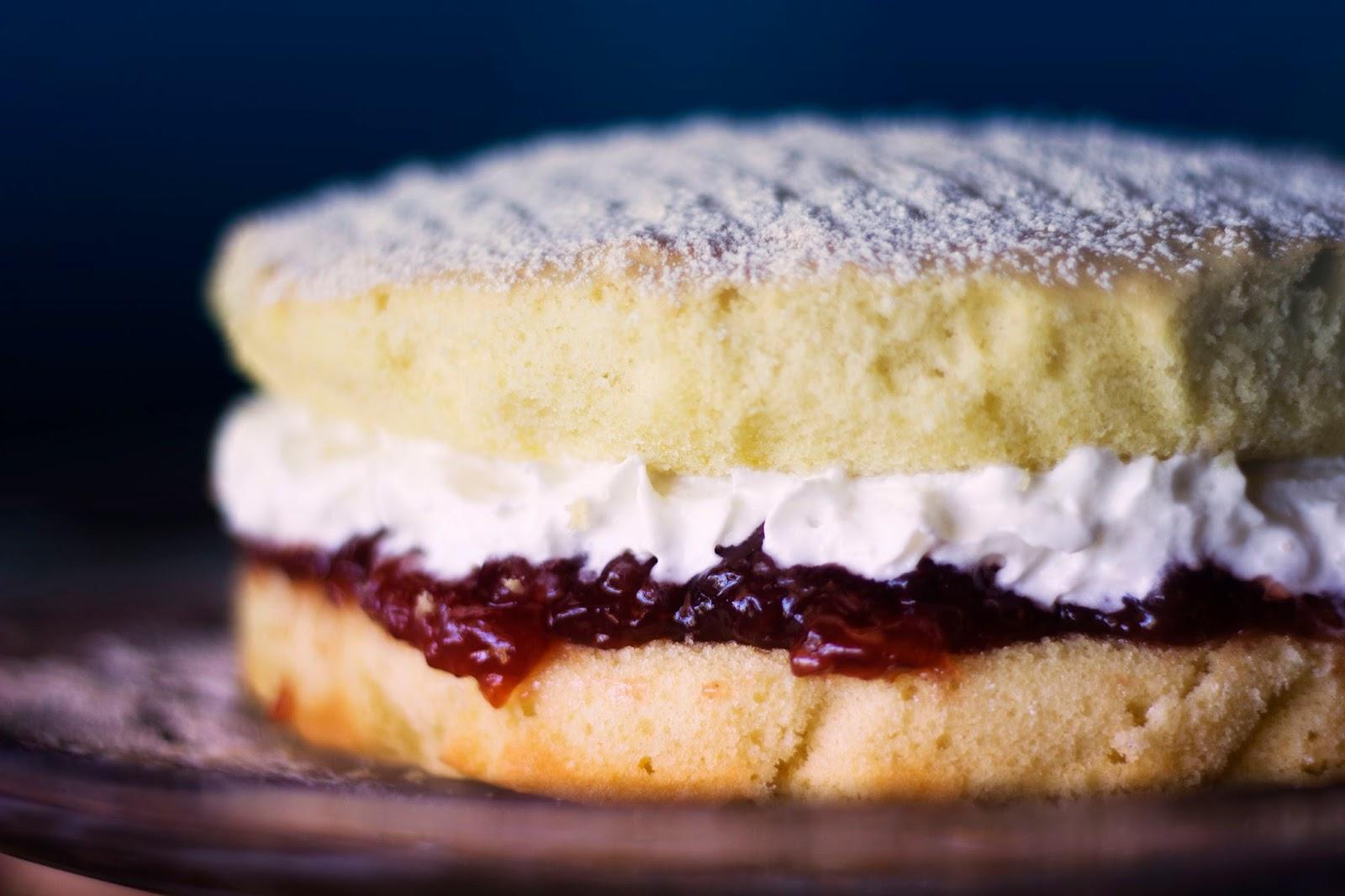 Large Victoria Sponge Cake Mary Berry