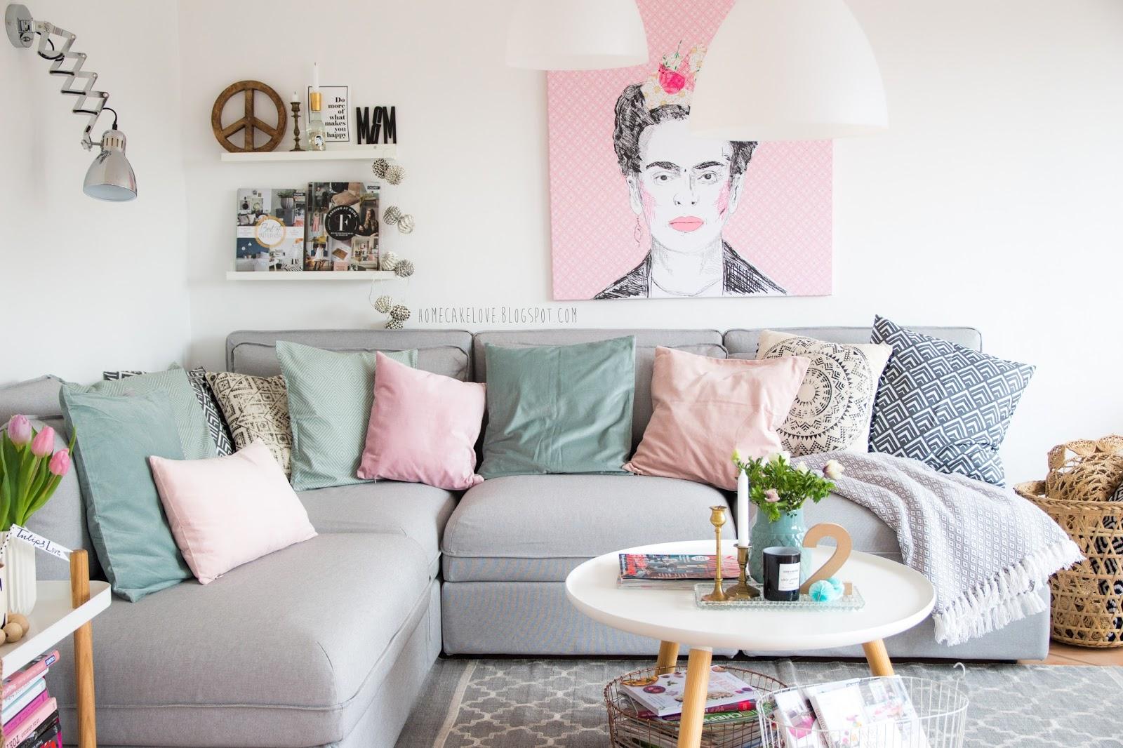 homecakelove frida kahlo auf leinwand und der aktuelle trend pastellfarben im wohnzimmer. Black Bedroom Furniture Sets. Home Design Ideas
