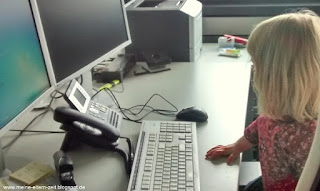 Kleinkind im Büro