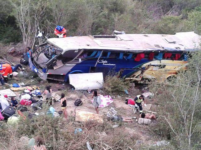 Acidente com ônibus deixa mortos na BR-116, no sudoeste na Bahia