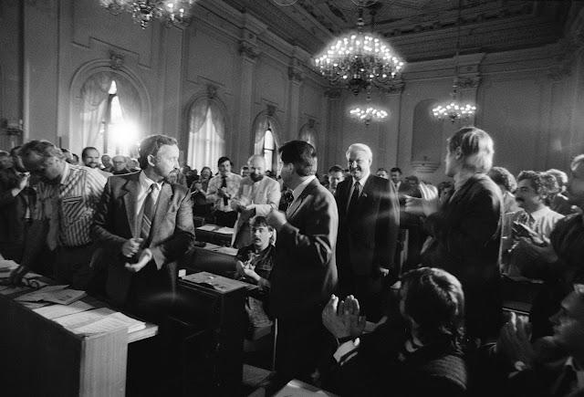 Август 1990 года. Рига. Председатель Верховного Совета РСФСР Ельцин на заседании НФЛ в здании Верховного Совета Латвийской Республики (ЛССР)