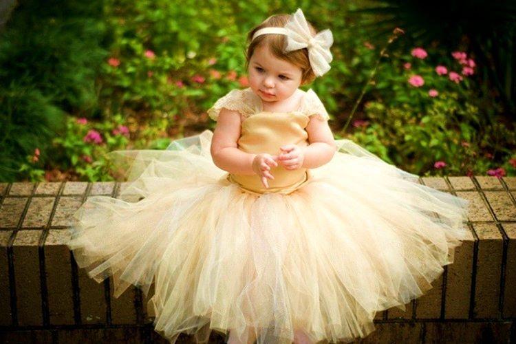 Gelinlikli bebek fotoğrafı olmayan hemen hemen hiçbir kız çocuğu yoktur.