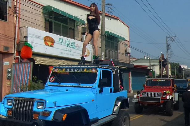 50 strippers turn up in style to bury late politician in China
