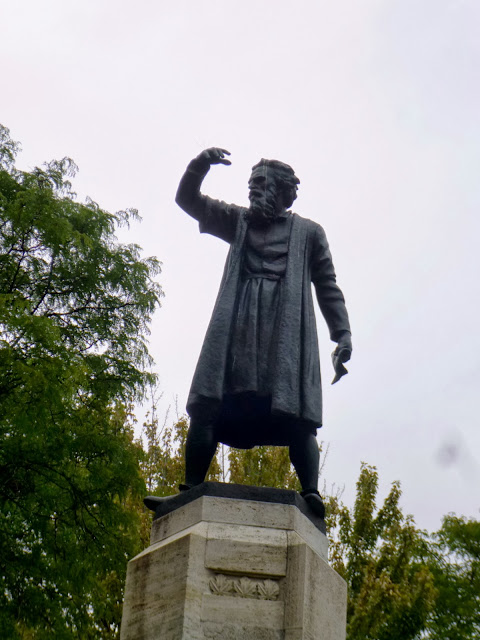 Photo Ops Statue Of Historic Figure John Cabot Monument