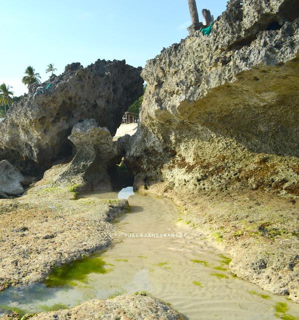 Ceruk di bawah tebing pantai Lemo-Lemo