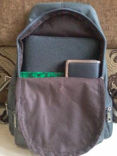 (3) Ini isi tas bagian besarnya Muthi Haura
