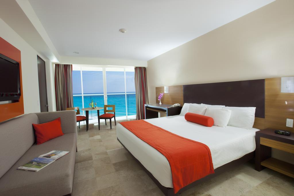 Krystal Hotel Cancun