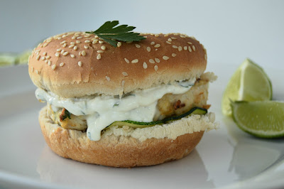 Hambúrgueres de Frango com Molho de Iogurte Bimby
