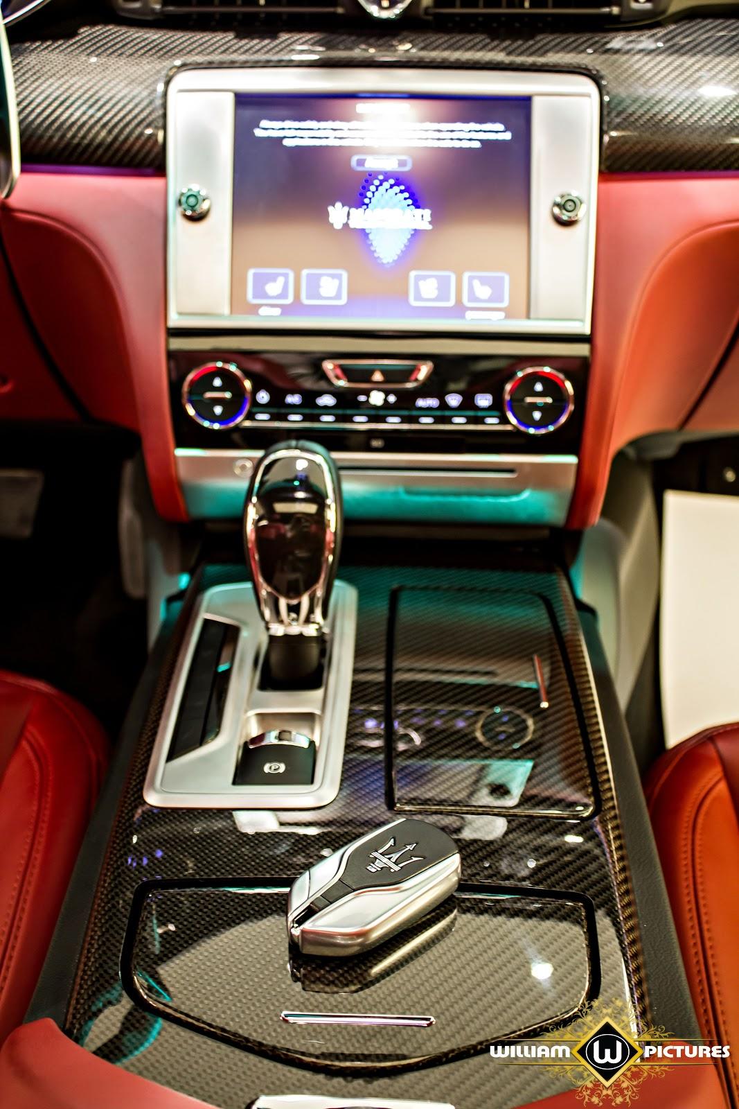 Xe được trang bị chìa khóa thông minh, màn hình giải trí thông tin cảm ứng cỡ lớn đa sắc đi kèm hệ thống âm thanh đỉnh cao