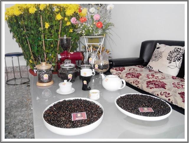Gia đình tự trang bị máy rang xay cà phê loại nhỏ để tự làm cà phê nguyên chất theo sở thích