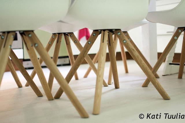 Jack-ruokapöytä ja Anton-tuolit