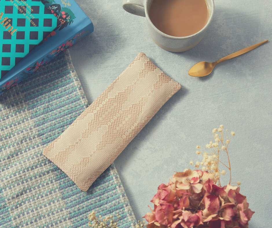Christmas Gift Ideas For Your Mother-in-Law | This silk eye pillow is the perfect gift that will let her have an uninterrupted nap.