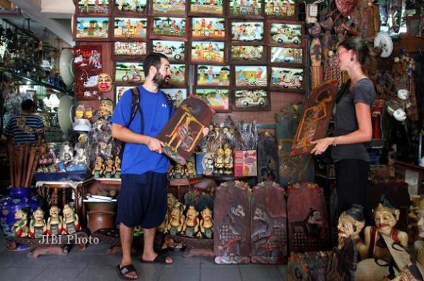 gambar tempat wisata solo Pasar Antik Triwindhu