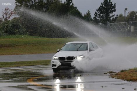 mobil bersih saat musim hujan