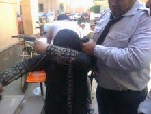 سيدة تتجرد من امومتها تعذب طفلها ذات الخمس سنوات بمساعدة زوجها الثاني