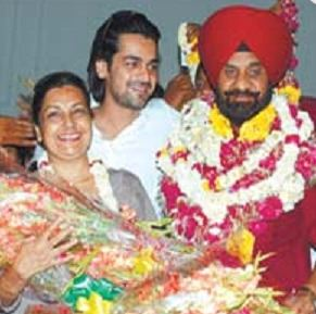 Arjan Bajwa Family Wife Parents children's Marriage Photos
