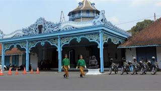 SURAKARTA CITY TOURS CETHO AND SUKUH TEMPLE