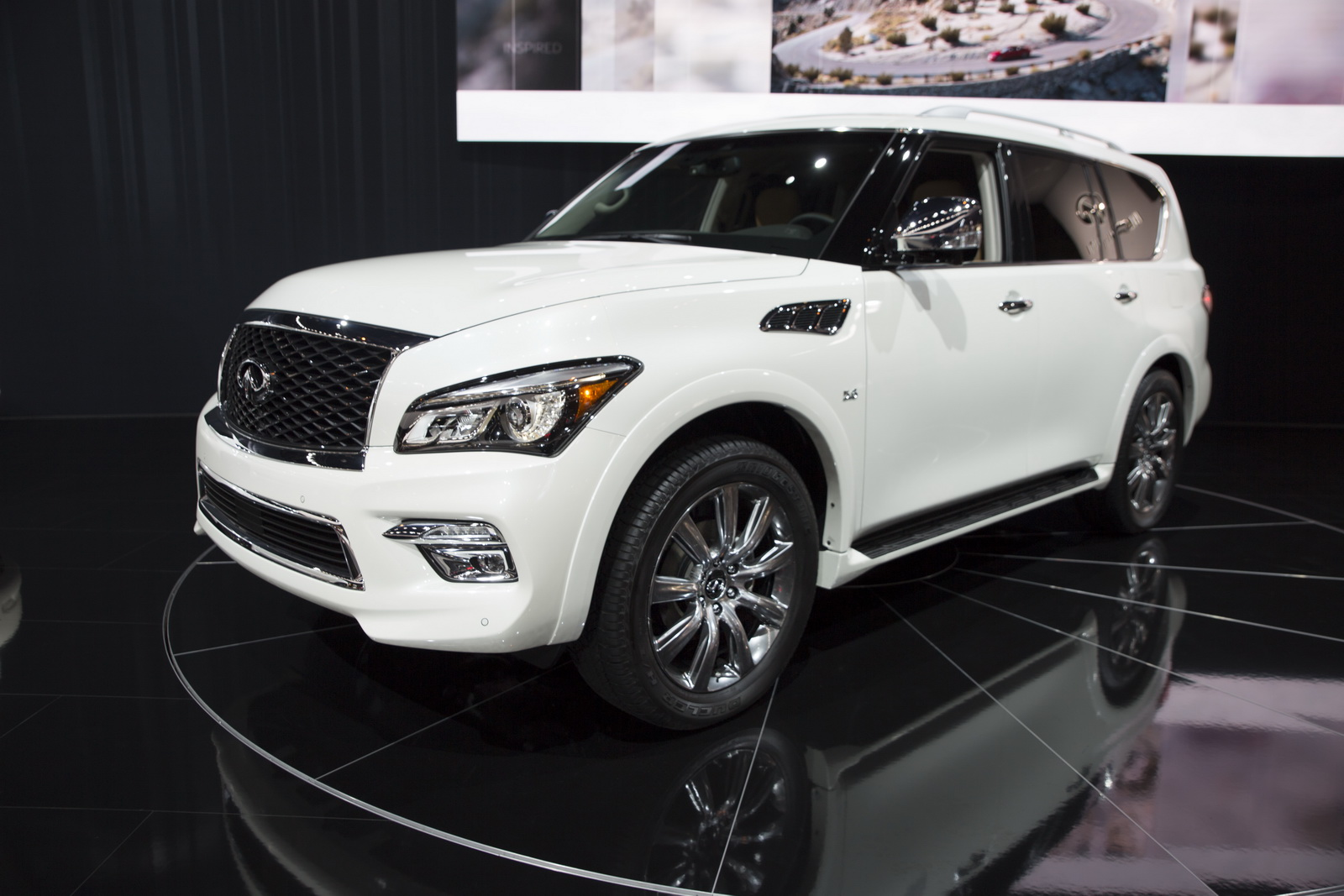 infiniti qx80 signature edition comes full of toys starts from 68 330. Black Bedroom Furniture Sets. Home Design Ideas