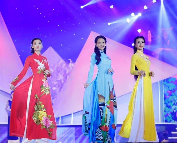Thí sinh Hoa hậu phía Nam thướt tha trong tà áo dài