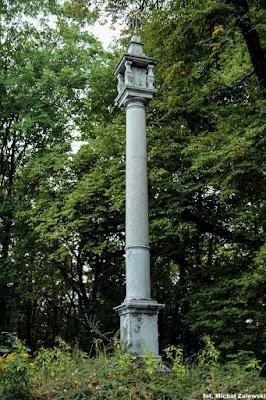 Kolumna pasyjna przed klasztorem kamedułów w Krakowie