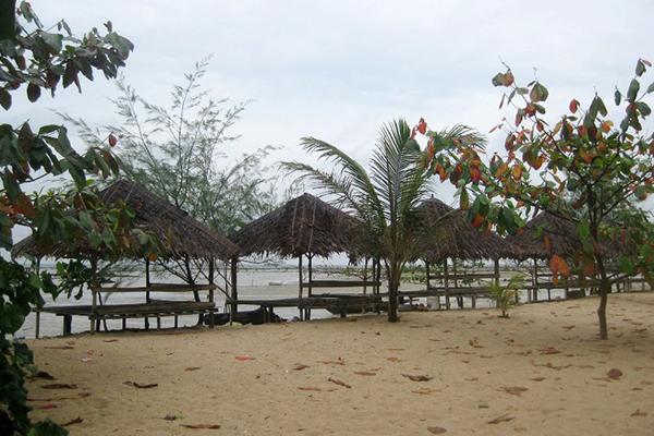 Wisata ke Pantai Sakera di Pulau Bintan