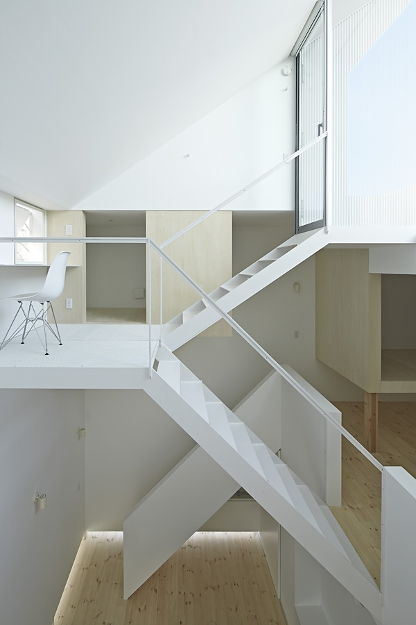 14-A-L-X-Sampei-Junichi-Architecture-Building-that-Envelops-Beauty-www-designstack-co