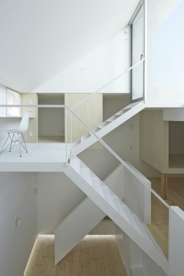 14-A-L-X-Sampei-Junichi-Architecture-Building-that-Envelops-Beauty-www-designstack-co