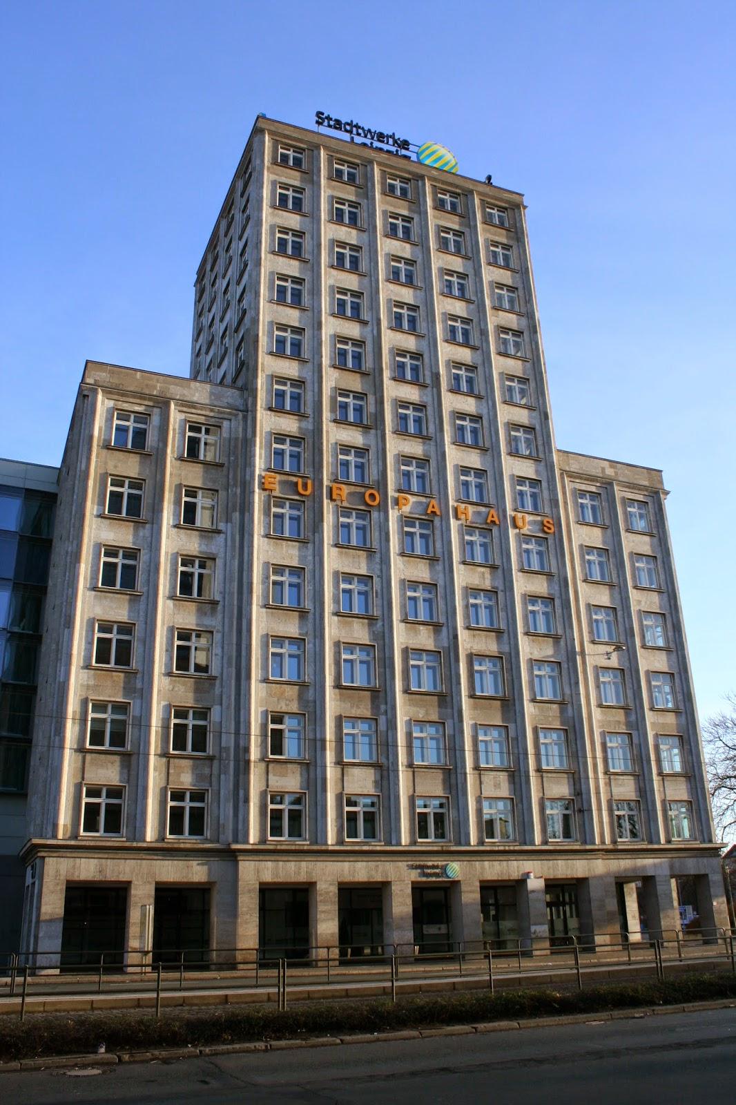 Das Europahaus befindet sich am Augustusplatz fast gegenüber dem Gewandhaus - das Gebäude wurde 1928/29 als 2tes Hochhaus nach dem Krochhochhaus erbaut