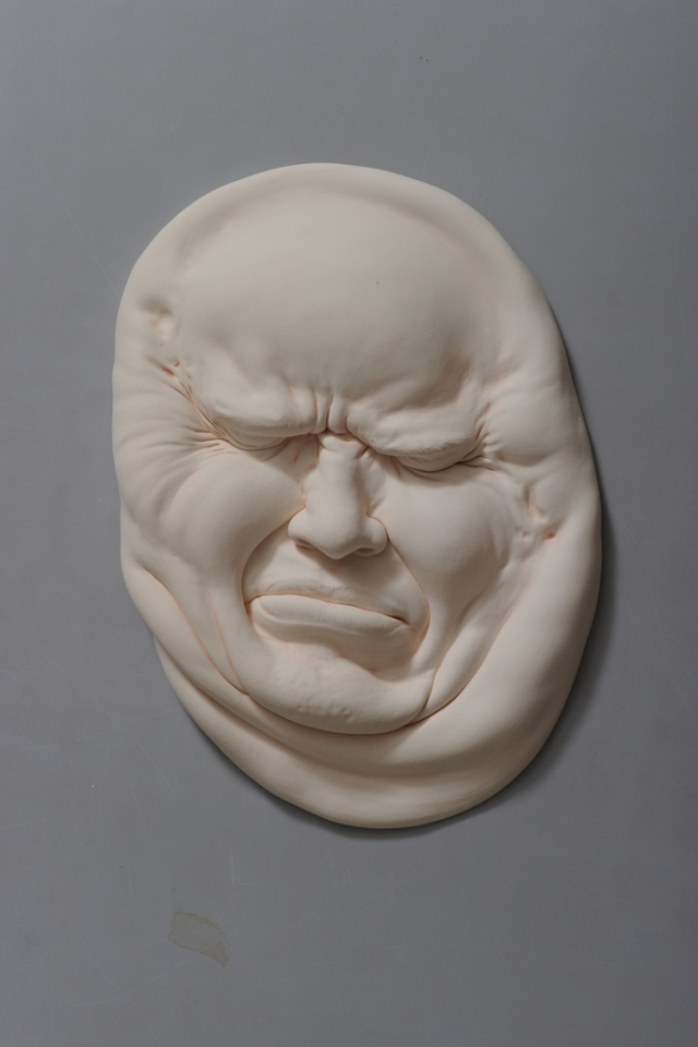12-Johnson-Tsang-Ceramic-and-Porcelain-Faces-with-Multiple-Expressions-www-designstack-co