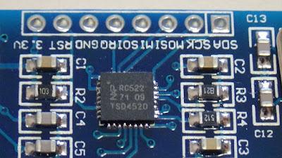 Fig. 7 - Particolare del chip MFRC522 - Foto di Paolo Luongo