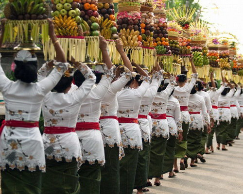 Tinuku.com Travel Galungan and Kuningan traditional Balinese holy day to celebrate victory of truth against badness