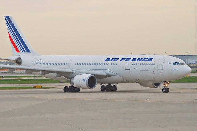 Λαχτάρησαν οι 150 επιβάτες αεροσκάφους που χτυπήθηκε από κεραυνό