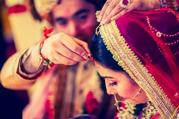 इन 3 राशियों में से किसी लड़की से शादी हो जाएं तो खुद को भाग्यशाली समझे -  Rochak Post