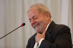 Em coletiva o apedeuta Lula diz ser honesto: 'Só Jesus ganha de mim'
