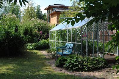 Теплица в саду