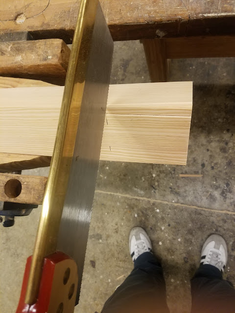 the V-jig also works to hold the leg in a vice for hand-sawing