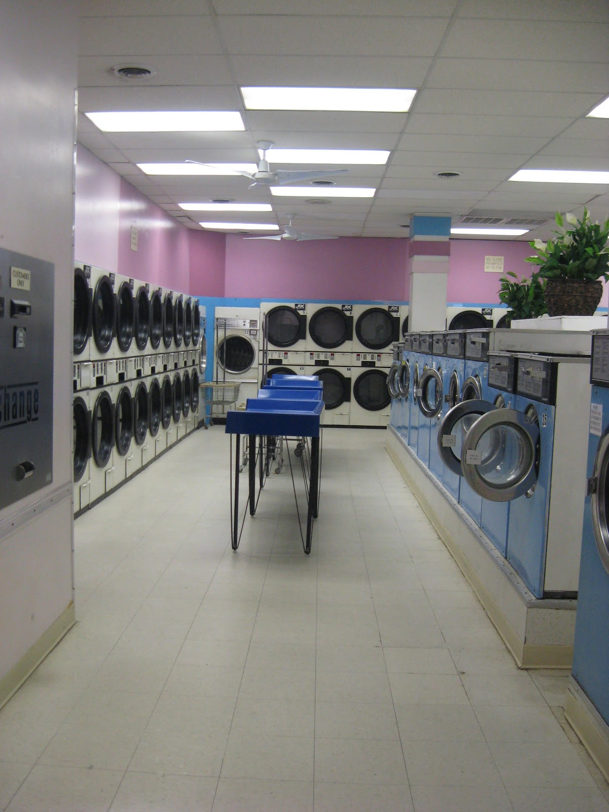 A Walk Into The Past Wash Dry Amp Fold Normandy Laundromat