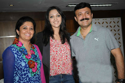 Neha Shetty with father and mother