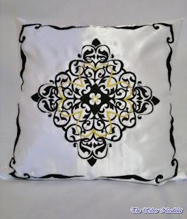Atłasowa poduszka z ornamentem / Satin pillow with ornament