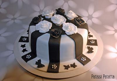 cake design, gumpaste, pâte à sucre, gâteau noir et blanc, gâteau fleuri, gâteau design, gâteau d'anniversaire, modeling roses, roses en gumpaste, flowers cake, black and white cake, patissi-patatta