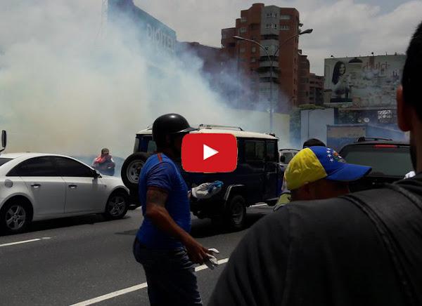 Bombas y tiros para disolver la marcha del 10 de abril en Chacaito